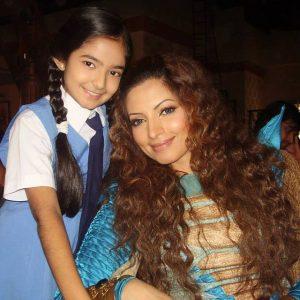 Anushka Sen with Dhoni